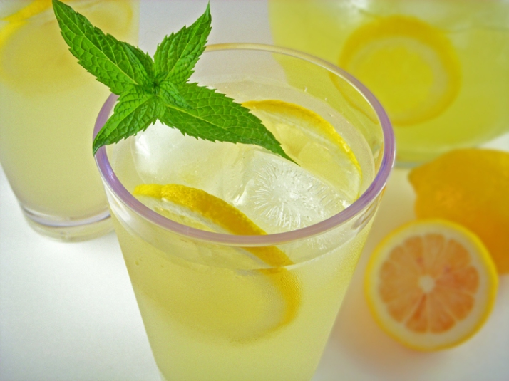 Easy Spiked Lemonade